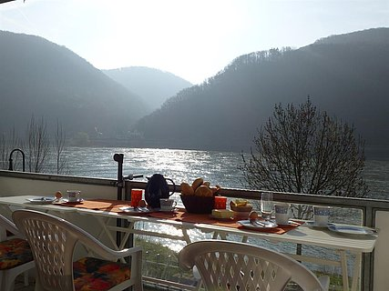 Frühstück am Rhein