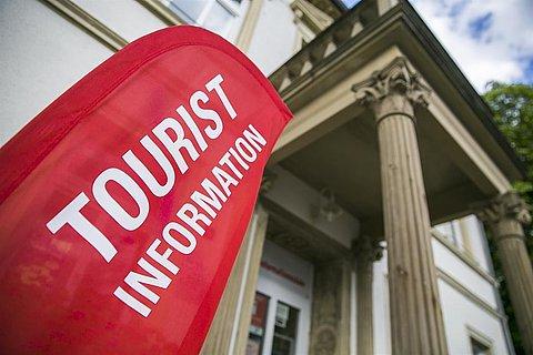 Touristinformation_Außen_Flagge